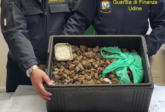 palmanova-sequestrati-20-kg-di-tartufi-provenienti-dalla-romania-2