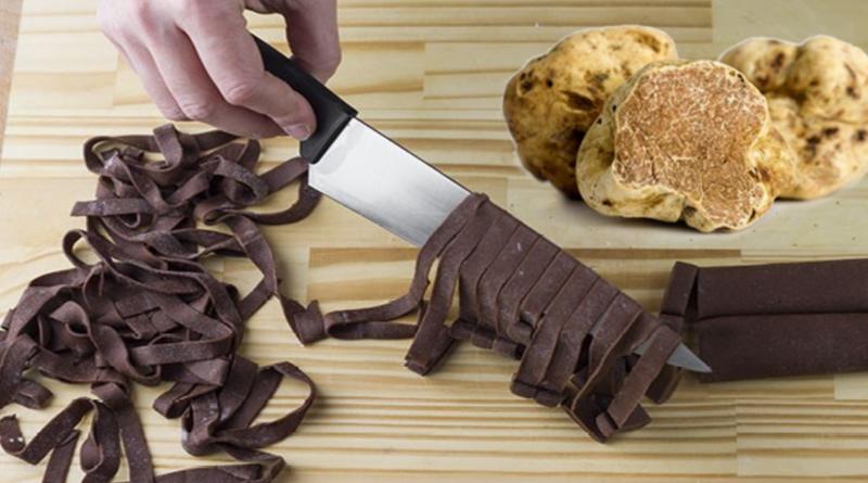 Tagliatelle al cacao con tartufo bianco